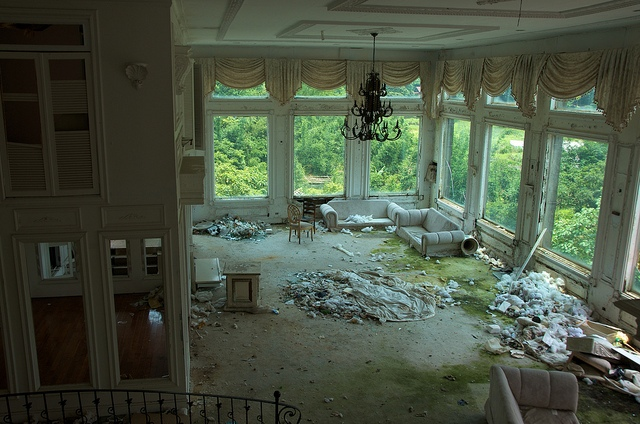 Abandoned Mansions in California http://www.messynessychic.com/2012/07/17/fck-yeah-abandoned-places-my-new-favorite-place-on-the-internet/