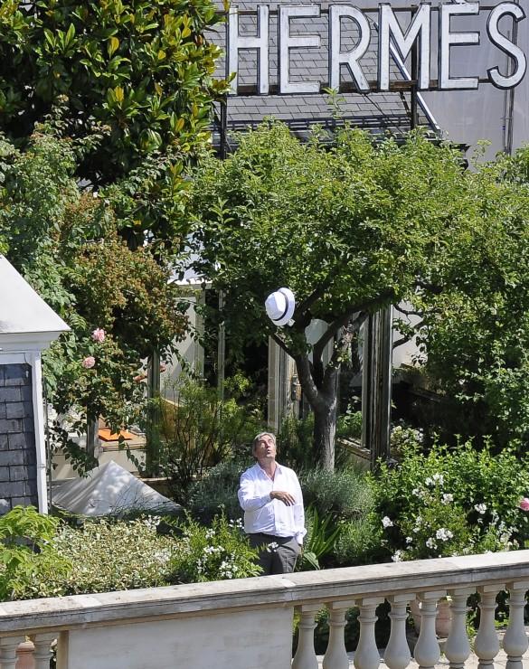 The herm s secret garden on a paris rooftop messy nessy chic for Buy secret jardin